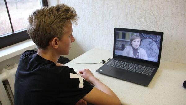 Чем хорошо дистанционное обучение - урок всегда можно поставить на паузу, а если что-то непонятно - прослушать еще раз - Sputnik Беларусь