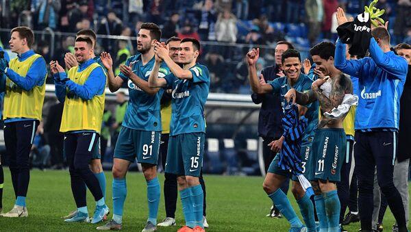 Игроки Зенита благодарят болельщиков - Sputnik Беларусь