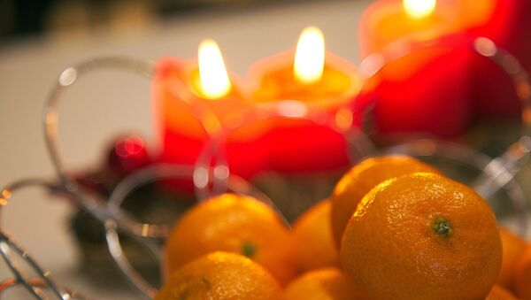 Мандарины на новогоднем столе - Sputnik Беларусь