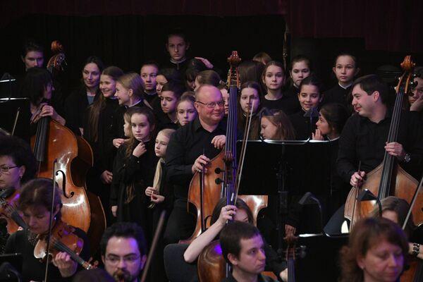 В постановке звучит не только оркестр, но и хор чистых юных голосов - Sputnik Беларусь