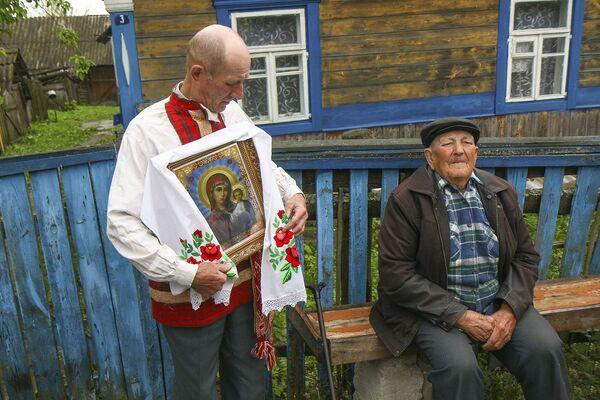 Интересно, что деревня Погост в следующем году отметит 500-летие. Погощане, как и сотни лет назад, все так же верят в русалок и леших, добрых и злых чаровников. - Sputnik Беларусь