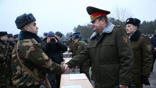 Каля 9 тысяч навабранцаў прынялі ваенную прысягу - Sputnik Беларусь