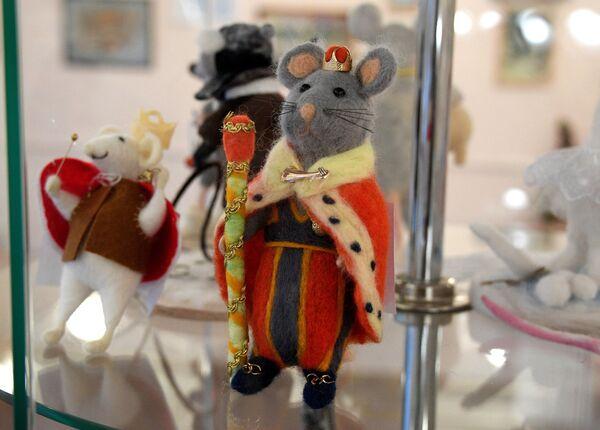 Ёсць пацук-мастак і мышыны кароль, мышка-лыжнік і мышка-мама. - Sputnik Беларусь