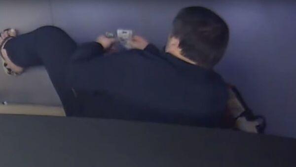 Иностранец сходил в аквапарк в Минске и лишился 9 тыс. долларов  - Sputnik Беларусь