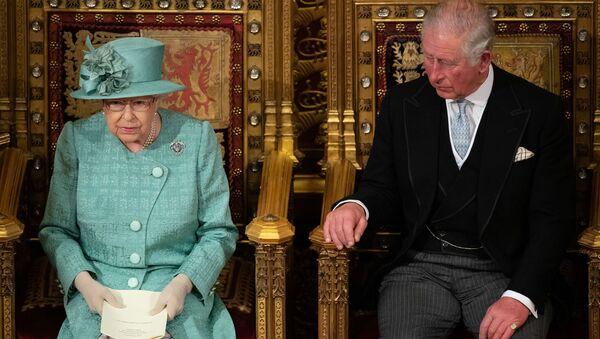 Елизавета II не надела корону для выступления в парламенте - Sputnik Беларусь