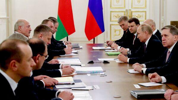 Пра што гаварылі Пуцін і Лукашэнка на двухбаковай сустрэчы ў Санкт-Пецярбургу - Sputnik Беларусь