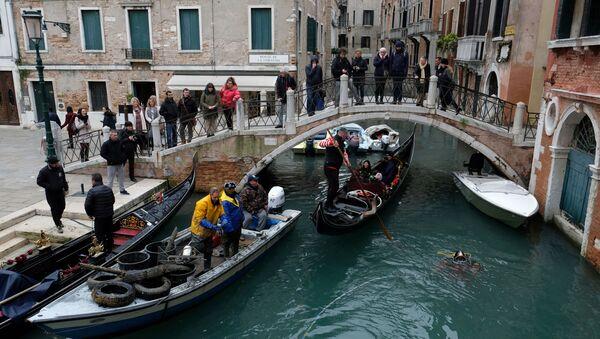 Туристы в Венеции, архивное фото - Sputnik Беларусь