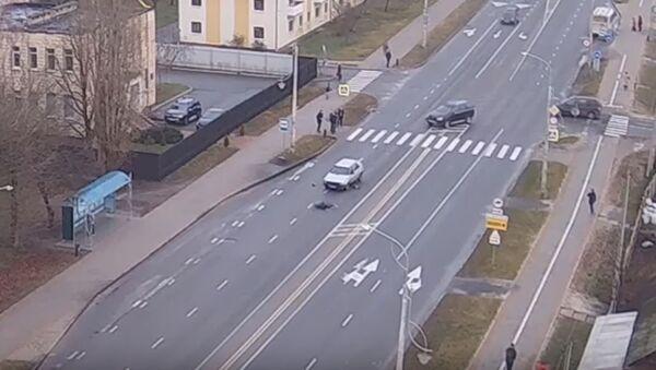 Подросток в Кобрине выбежал на дорогу и попал под ав - Sputnik Беларусь