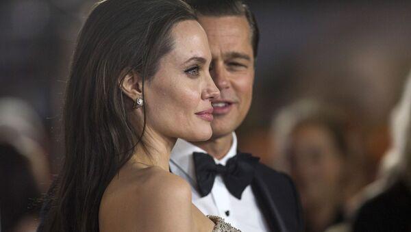 Анджелина Джоли и Брэд Питт на премьере фильма У моря - Sputnik Беларусь