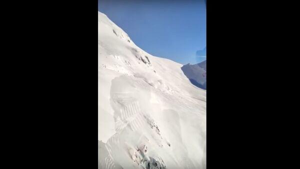 Лавина сошла на горнолыжном курорте Андерматт в Швейцарии  - Sputnik Беларусь