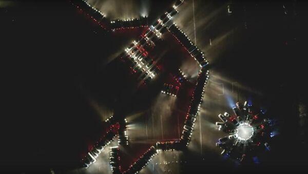 Навагодні флэшмоб у Гродне: са 160 машын пабудавалі галаву зубра і васілёк - Sputnik Беларусь
