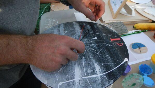 Один из любимых мастер-классов для мужчин – Настенные часы - Sputnik Беларусь