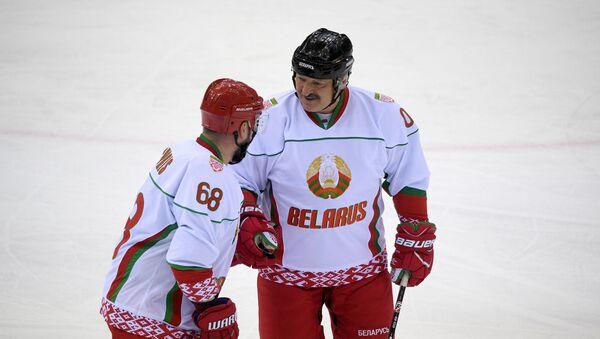 Александр Лукашенко во время игры - Sputnik Беларусь