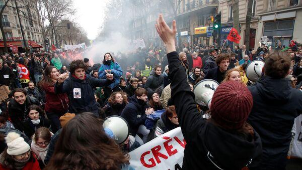 Протесты в Париже - Sputnik Беларусь