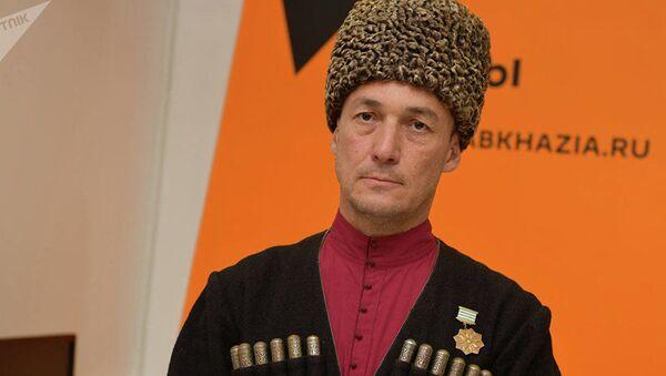 Люди в Абхазии просто устали — Мирзоев об отставке президента  - Sputnik Беларусь