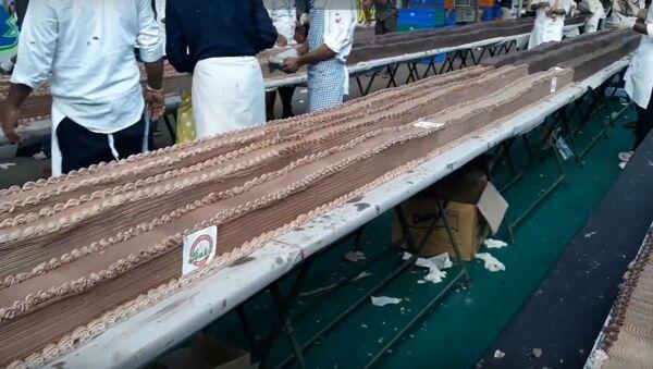 Новый рекорд: индийцы сделали торт длиной 5 километров  - Sputnik Беларусь