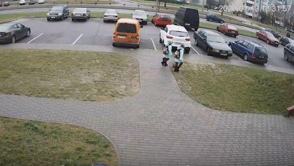 ГАИ опубликовала видео наезда  на двух школьников в Гродно  - Sputnik Беларусь