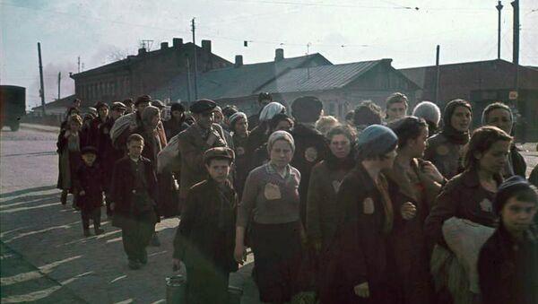 Колонна узников минского гетто, 1941 год - Sputnik Беларусь