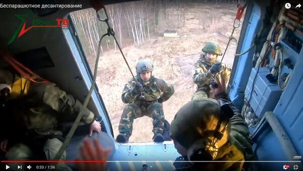 Спецназаўцы паказалі, як дэсантавацца з верталёта без парашута - Sputnik Беларусь