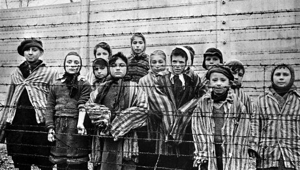 Дети, заключенные концентрационного лагеря Освенцим - Sputnik Беларусь