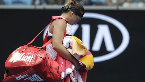 Арина Соболенко уходит с корта после поражения на Australian Open - Sputnik Беларусь