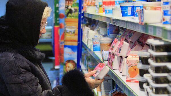 Пенсионеры делают покупки - Sputnik Беларусь