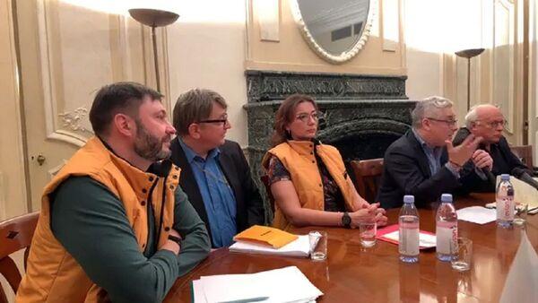 Как желтые жилеты Sputnik напугали французских политиков - видео - Sputnik Беларусь