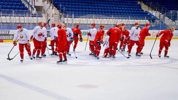 Хоккеисты национальной сборной Беларуси на льду Чижовка-Арены - Sputnik Беларусь