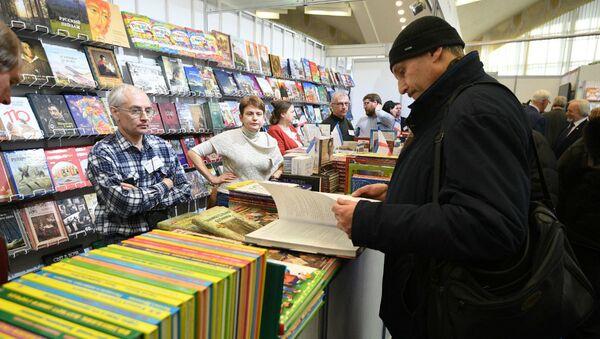 Международная книжная ярмарка проходит в Минске - Sputnik Беларусь