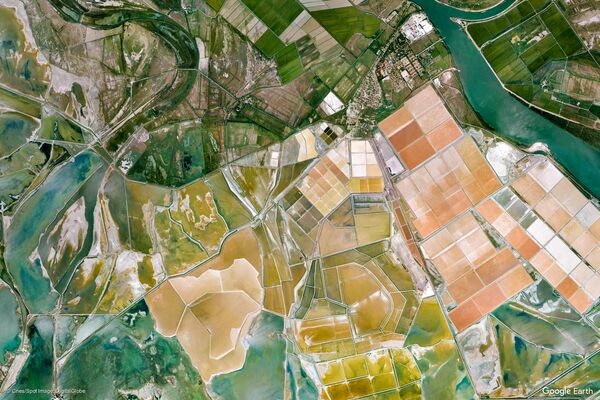 Изображение из космоса коммуны Арль в регионе Прованс — Альпы — Лазурный Берег, Франция - Sputnik Беларусь