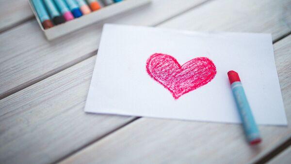 Рисунок сердечка на бумаге - Sputnik Беларусь