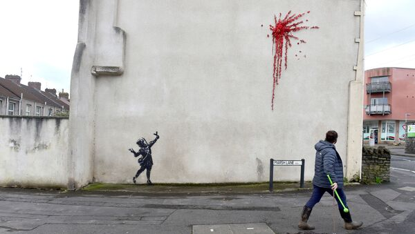 Граффити Бэнкси, посвященное Дню святого Валентина в Бристоле - Sputnik Беларусь