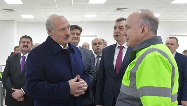 Александр Лукашенко во время рабочей поездки в Гомельскую область - Sputnik Беларусь