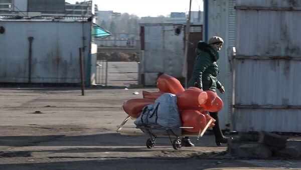 Легендарный рынок переезжает: последний день вещевого в Ждановичах - Sputnik Беларусь