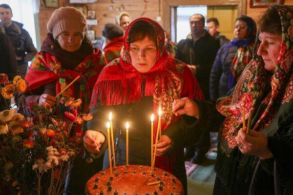 У Лельчыцкім краі, дзе спрадвеку займаюцца бортным промыслам, мёд, воск і пчолы прысутнічаюць ва ўсіх праявах традыцыйнай культуры. - Sputnik Беларусь