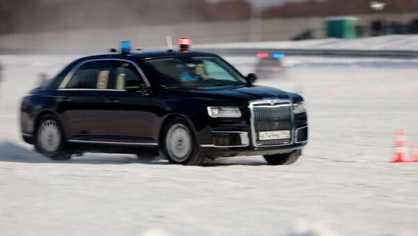 Видеофакт: водители ГОНа показали, на что способен лимузин Aurus - Sputnik Беларусь