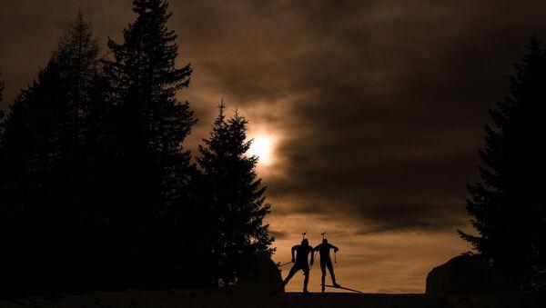 Биатлонисты на дистанции на ЧМ в итальянском Антхольце - Sputnik Беларусь
