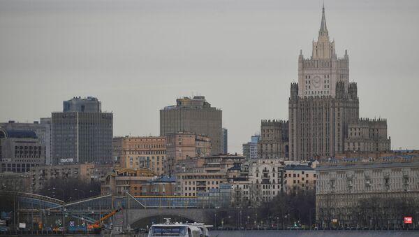 Вид со стороны набережной Москвы-реки на здание МИД РФ в Москве - Sputnik Беларусь