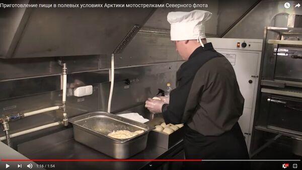 Як ваенныя павары гатуюць ежу ва ўмовах арктычнага палігона – відэа - Sputnik Беларусь