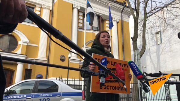 Черышева и Вышинский провели пикет у посольства Эстонии в Москве - видео - Sputnik Беларусь