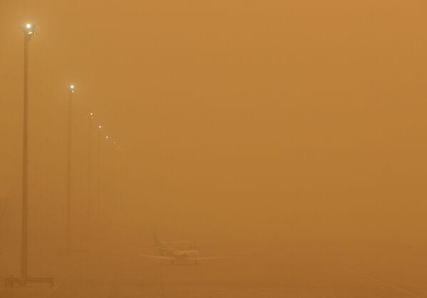 Самолеты в аэропорту Лас Пальмас на острове Гран Канария во время песчаной бури - Sputnik Беларусь