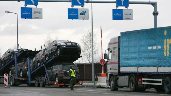 Очереди из грузовиков перед таможней  - Sputnik Беларусь