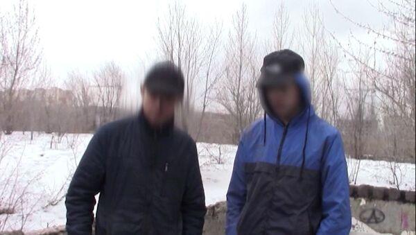Подростки, задержанные сотрудниками ФСБ РФ по подозрению в подготовке вооруженного нападения - Sputnik Беларусь
