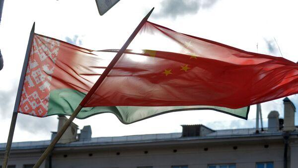 Флаги Китая и Беларуси - Sputnik Беларусь