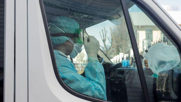 Аўтамабіль хуткай дапамогі ля інфекцыйнай бальніцы Мінска - Sputnik Беларусь