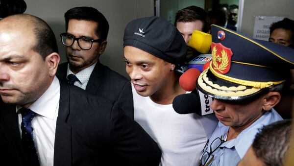 Полиция Парагвая задержала Роналдиньо за поддельный паспорт - Sputnik Беларусь