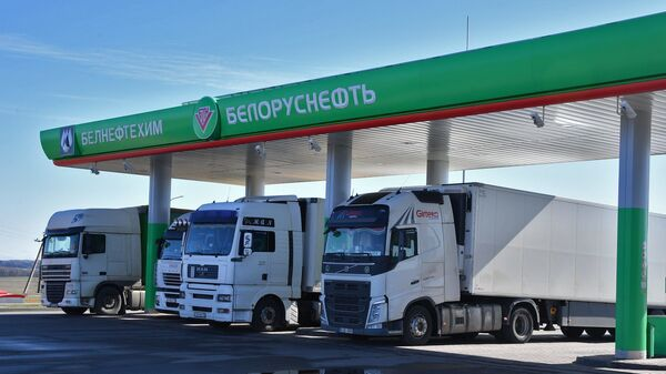 АЗС работает в обычном режиме: товары продают, фуры заправляют - Sputnik Беларусь