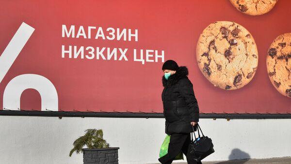 Жанчына ў масцы ў Мінску - Sputnik Беларусь