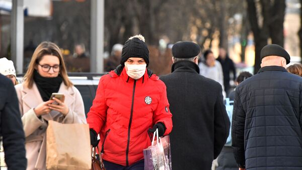 Женщина в маске в Минске - Sputnik Беларусь