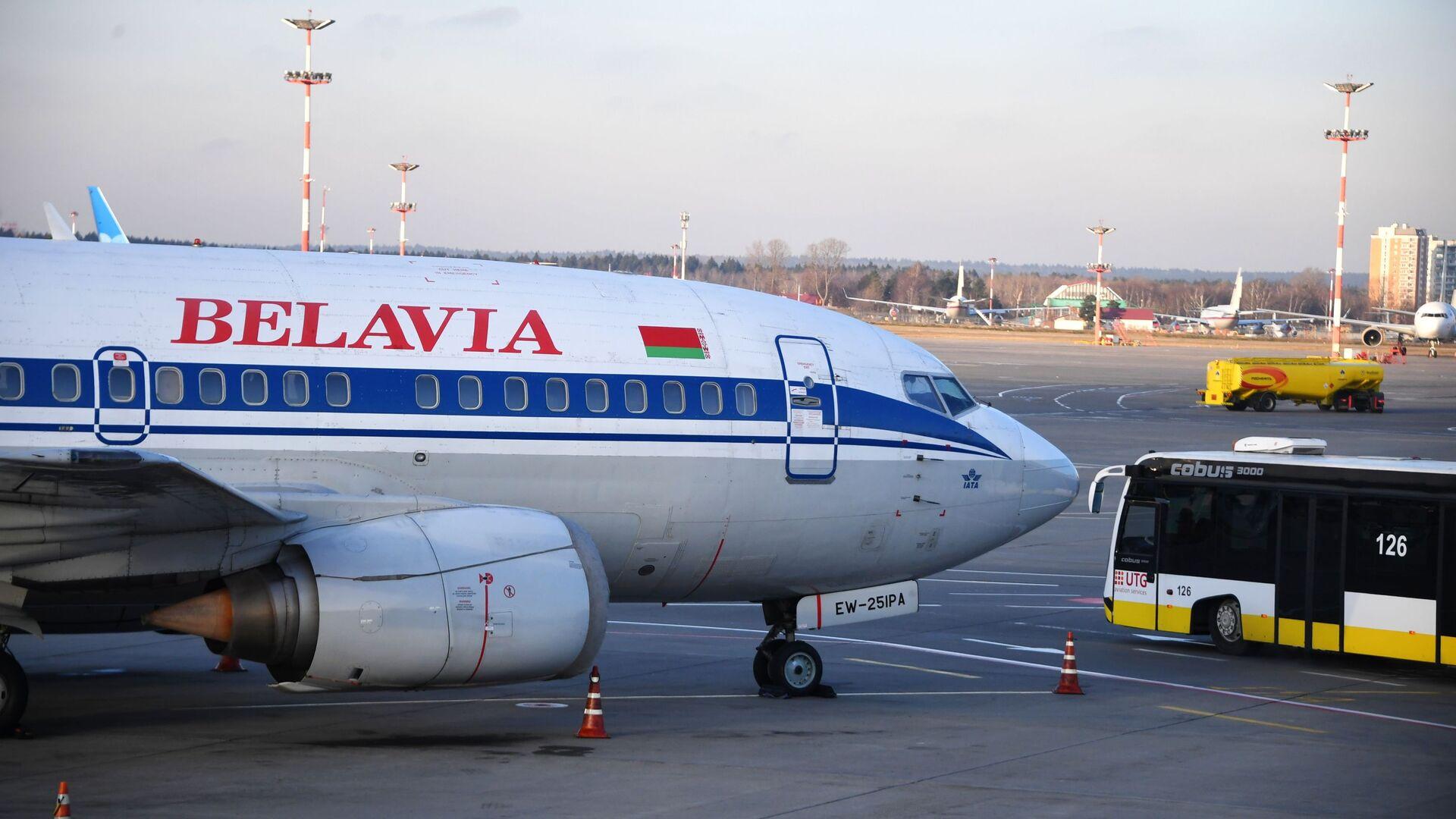 Самалёт Boeing 737-500 авіякампаніі Белавія у міжнародным аэрапорце Унукава - Sputnik Беларусь, 1920, 01.06.2021